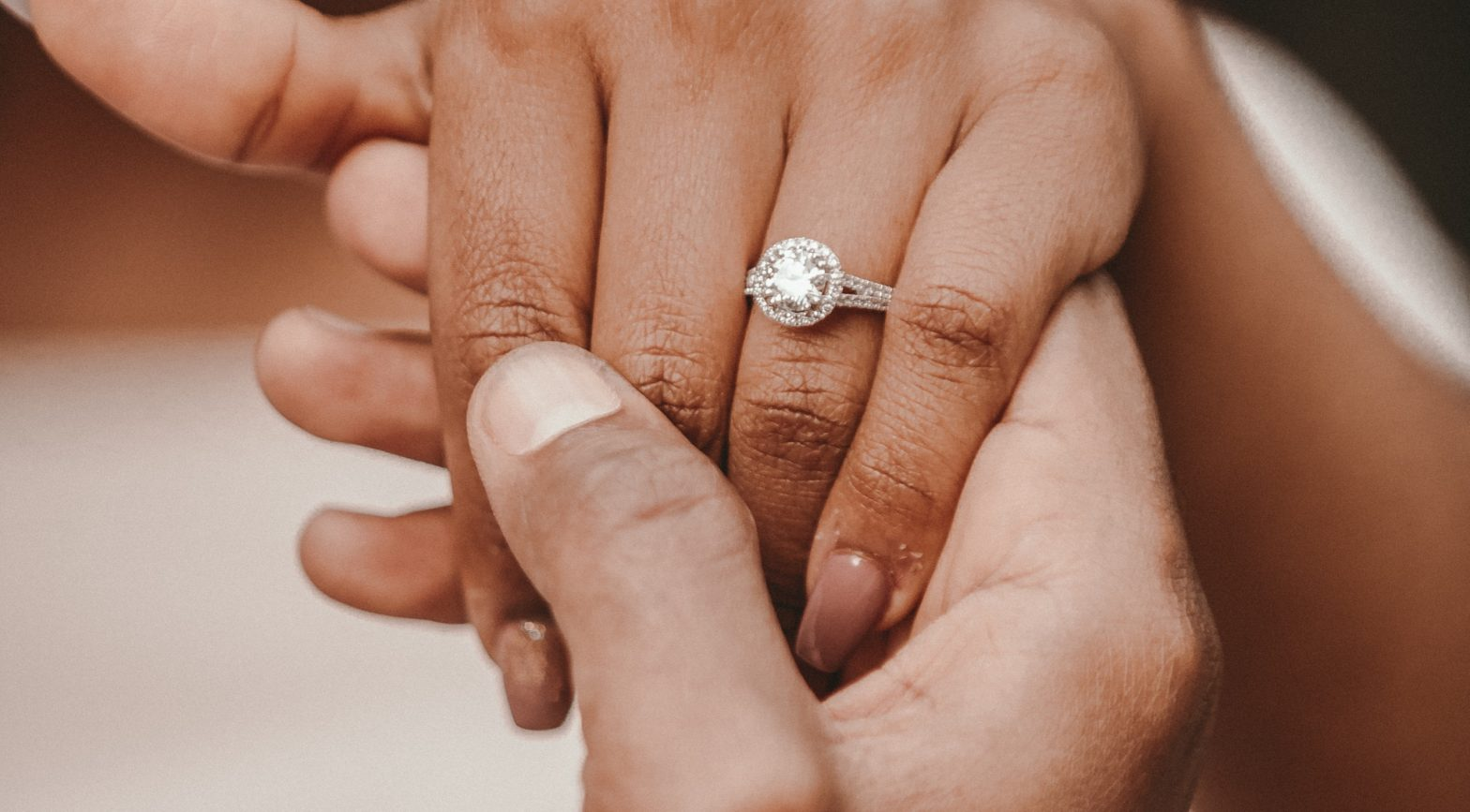 7 Super Helpful Tips for Newly-Engaged Couples
